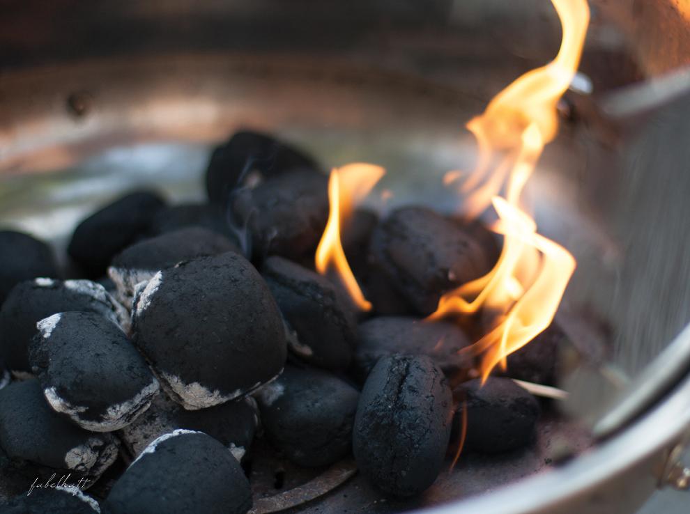 Grill Grillkohle Feuer Sommer Urlaub Garten