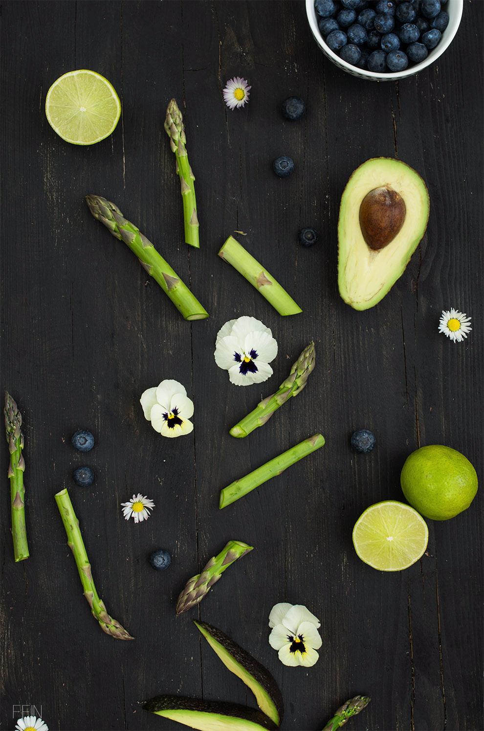 Frühlingssalat Spargel Veilchen Blaubeere2