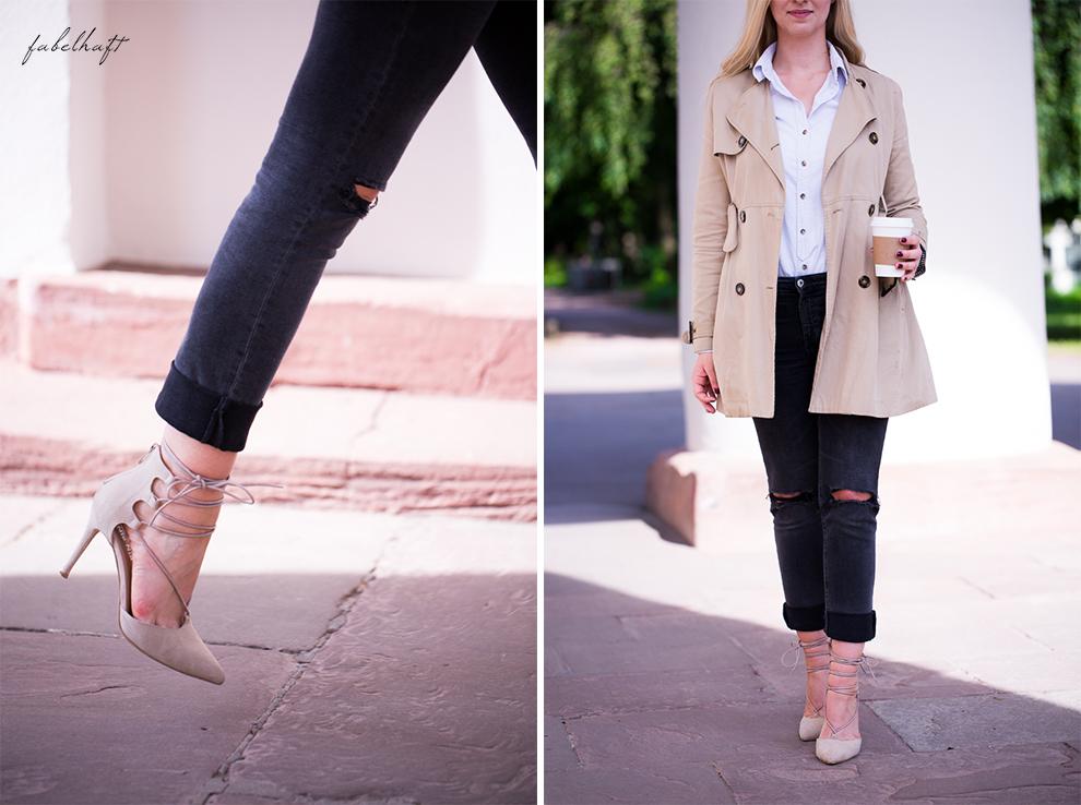 Frühling Outfit Trenchcoat fein und fabelhaft blond jeand destroyed beige Schnürpumps Highheelt streetwear