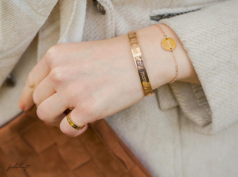 himmelsstueck-fein-und-fabelhaft-fashion-herbst-ladylike-mantel-beige-kaschmir-cashmere-plais-decke-dreieckstuch-schal-halstuch-rosegold-armspange-geschenk-weihnachten-3 b