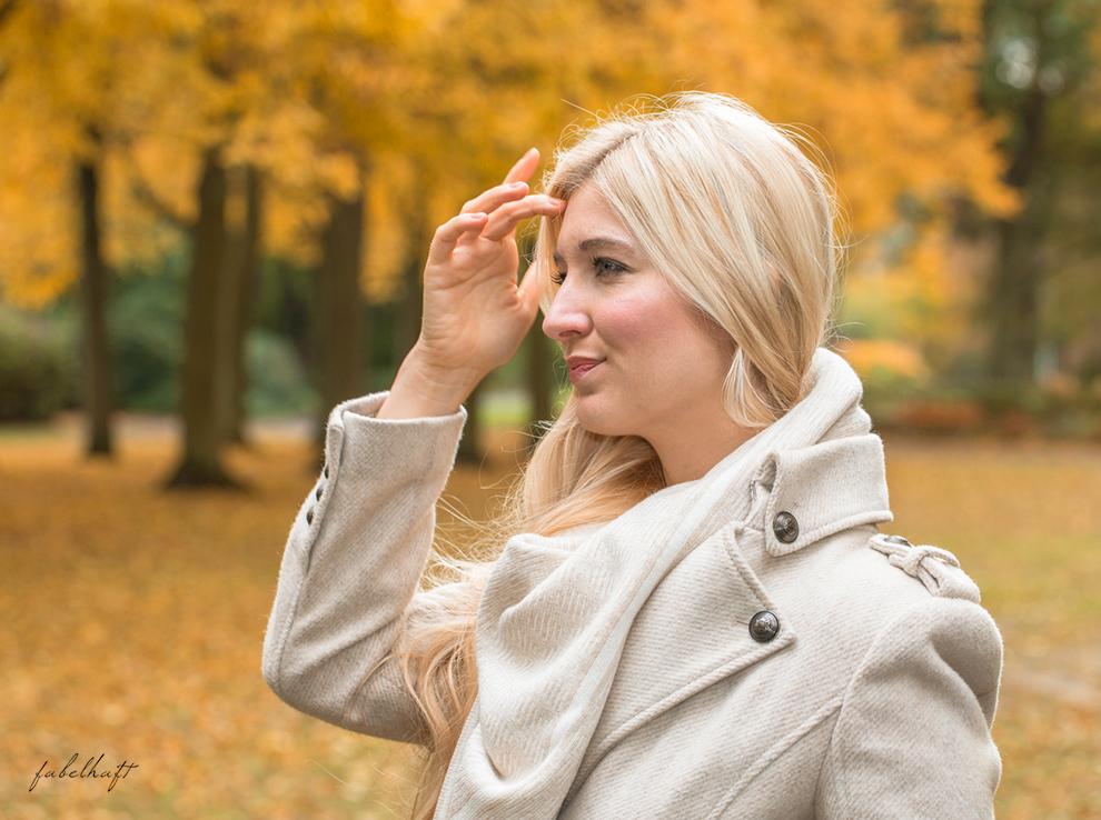 himmelsstueck-fein-und-fabelhaft-fashion-herbst-ladylike-mantel-beige-kaschmir-cashmere-plais-decke-dreieckstuch-schal-halstuch-rosegold-armspange-geschenk-weihnachten-5b