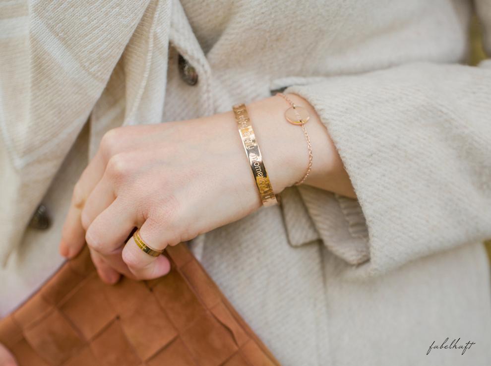 himmelsstueck-fein-und-fabelhaft-fashion-herbst-ladylike-mantel-beige-kaschmir-cashmere-plais-decke-dreieckstuch-schal-halstuch-rosegold-armspange-geschenk-weihnachten-9-bb