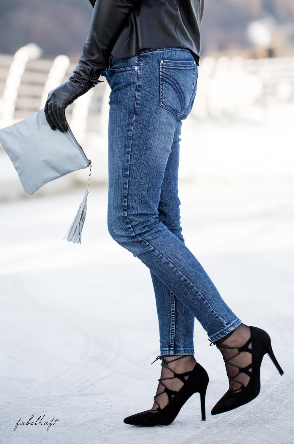 die-jeans-massgeschneiderte-fein-und-fabelhaft-jeansmodell-cocktail-gin-granatapfel-bar-winter-outfit-geschenk-christmas-2