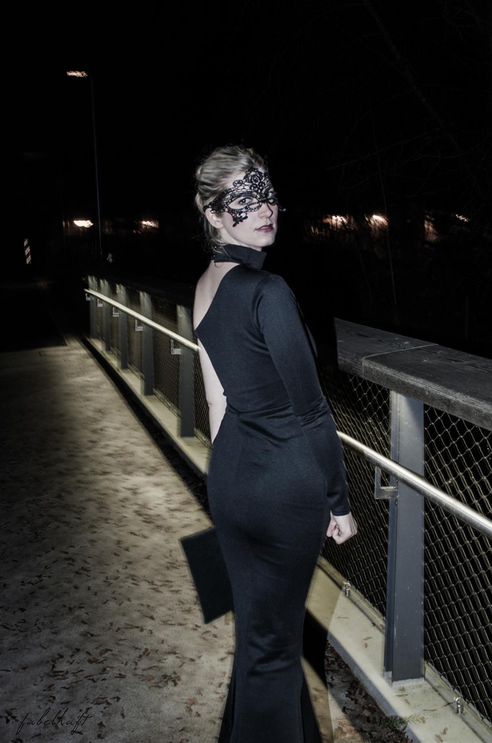 Netzsieger curated shopping silvester outfit kleid schwarz abendoutfit Gala Ballklein blogger Clutch wildleder blond 6