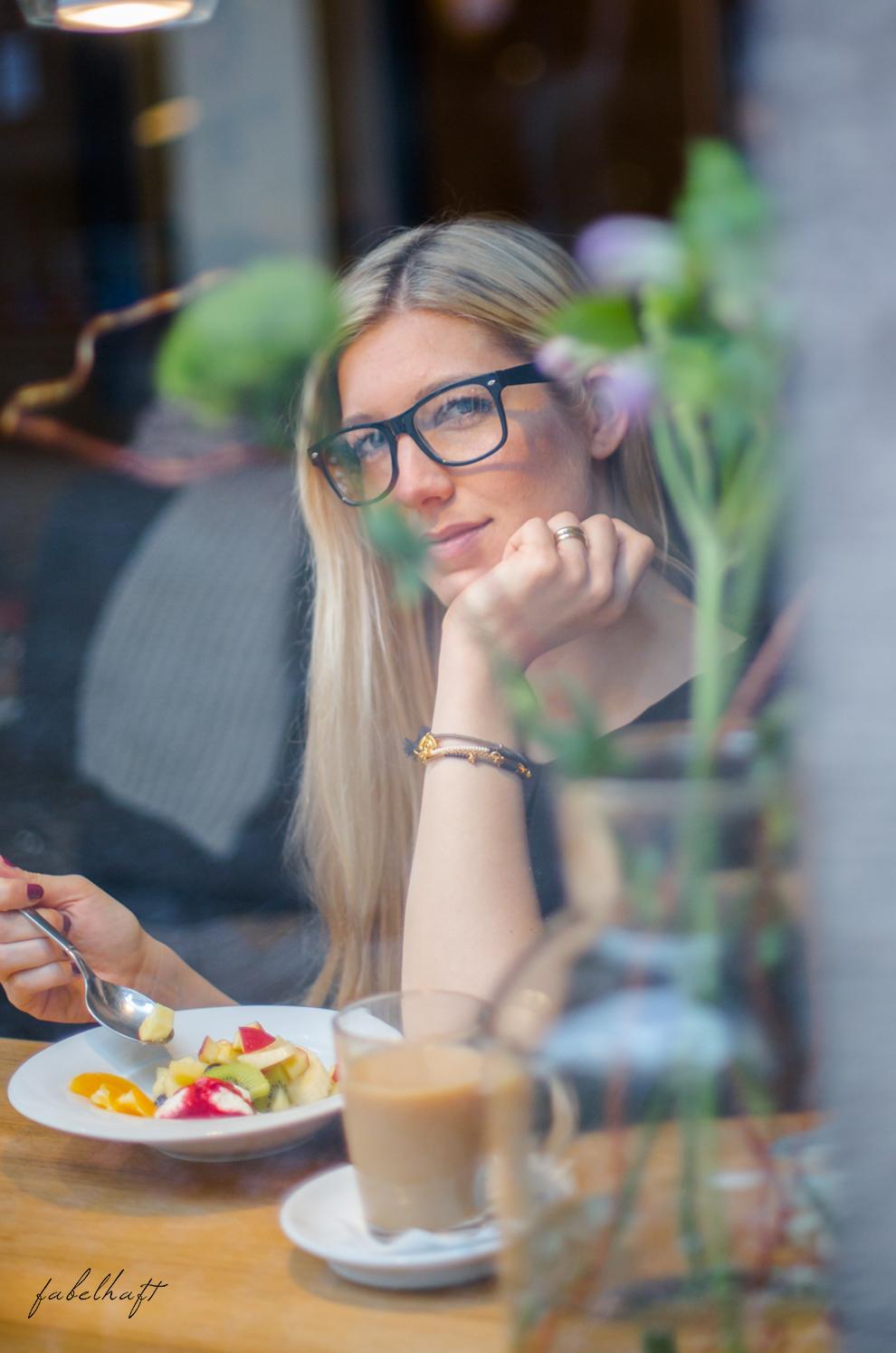 MotMot Jewellery fein und fabelhaft blog blogger café blond shooting brunch frühstück lifestyle outfit fashion 8