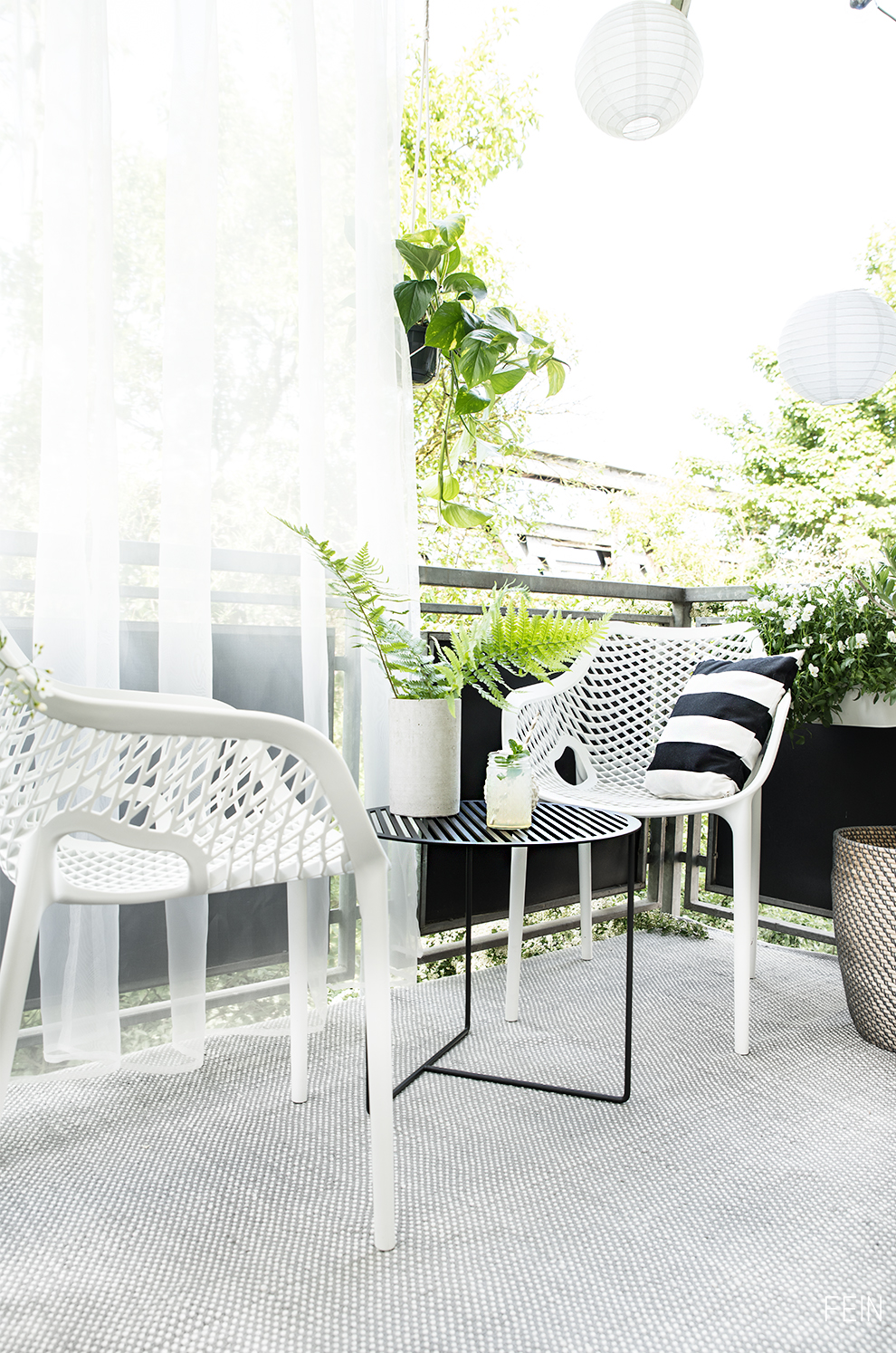 Balkon Outdoor Teppich Tisch Möbel Black and white