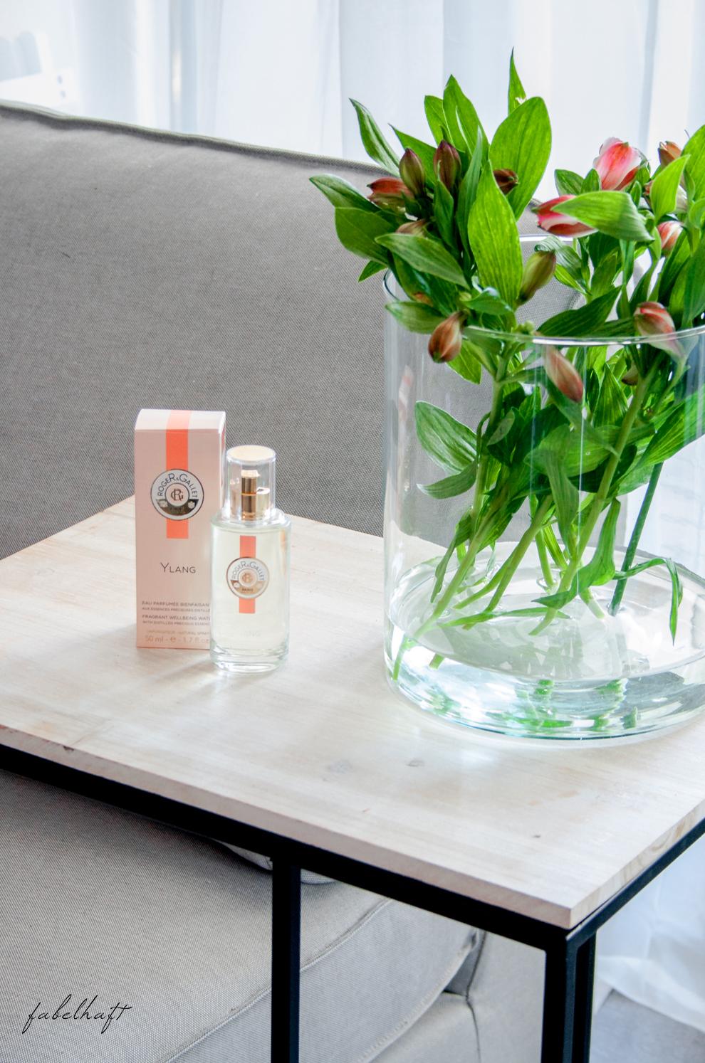 Flaconi Roger Gallet Ylang Beauty Blogger Parfum Lounge Interior Grey Grau Sommer 5