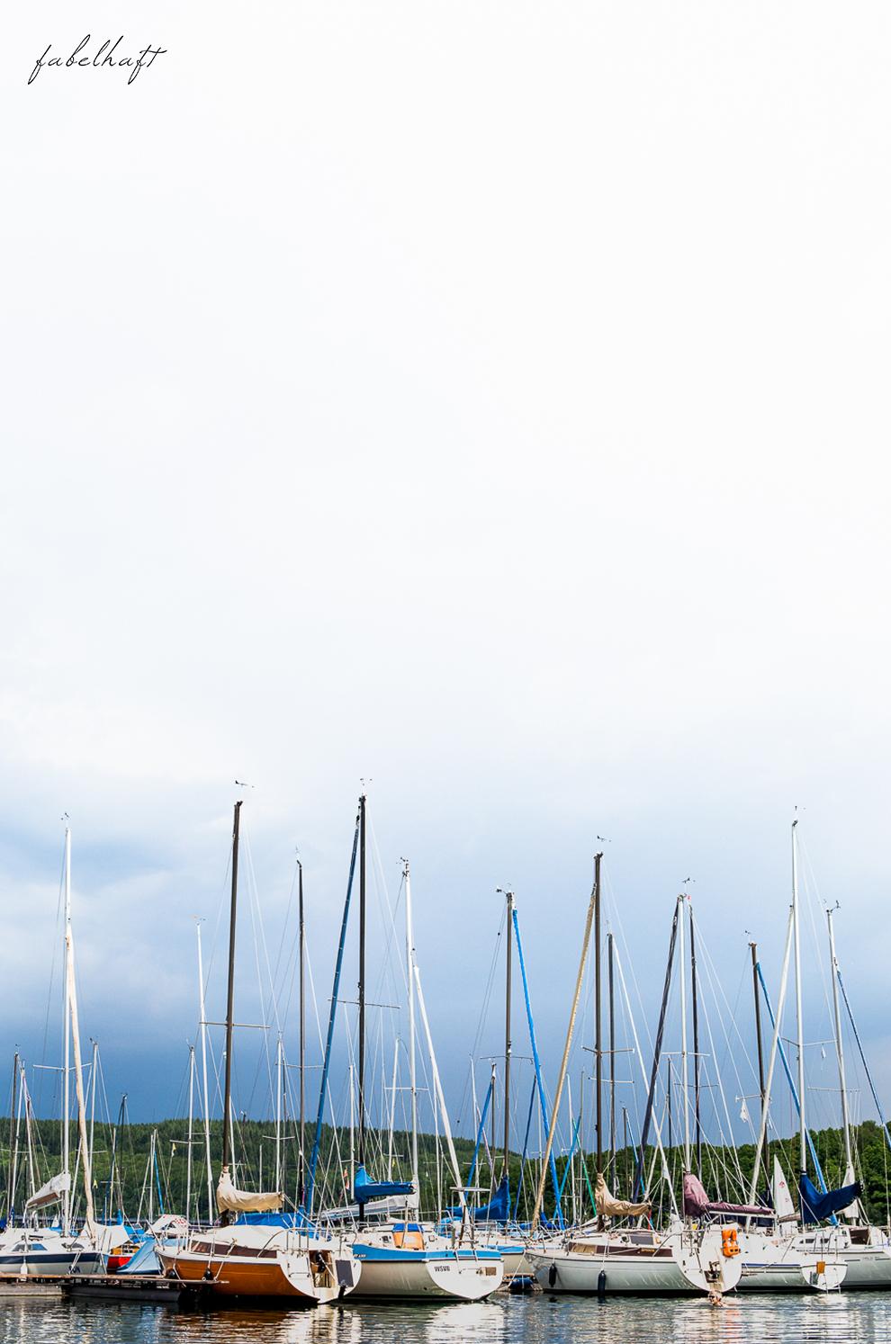 Hochsommer Trend Kleid Sommerkleid Sonnig august Marina Yacht hafen 4