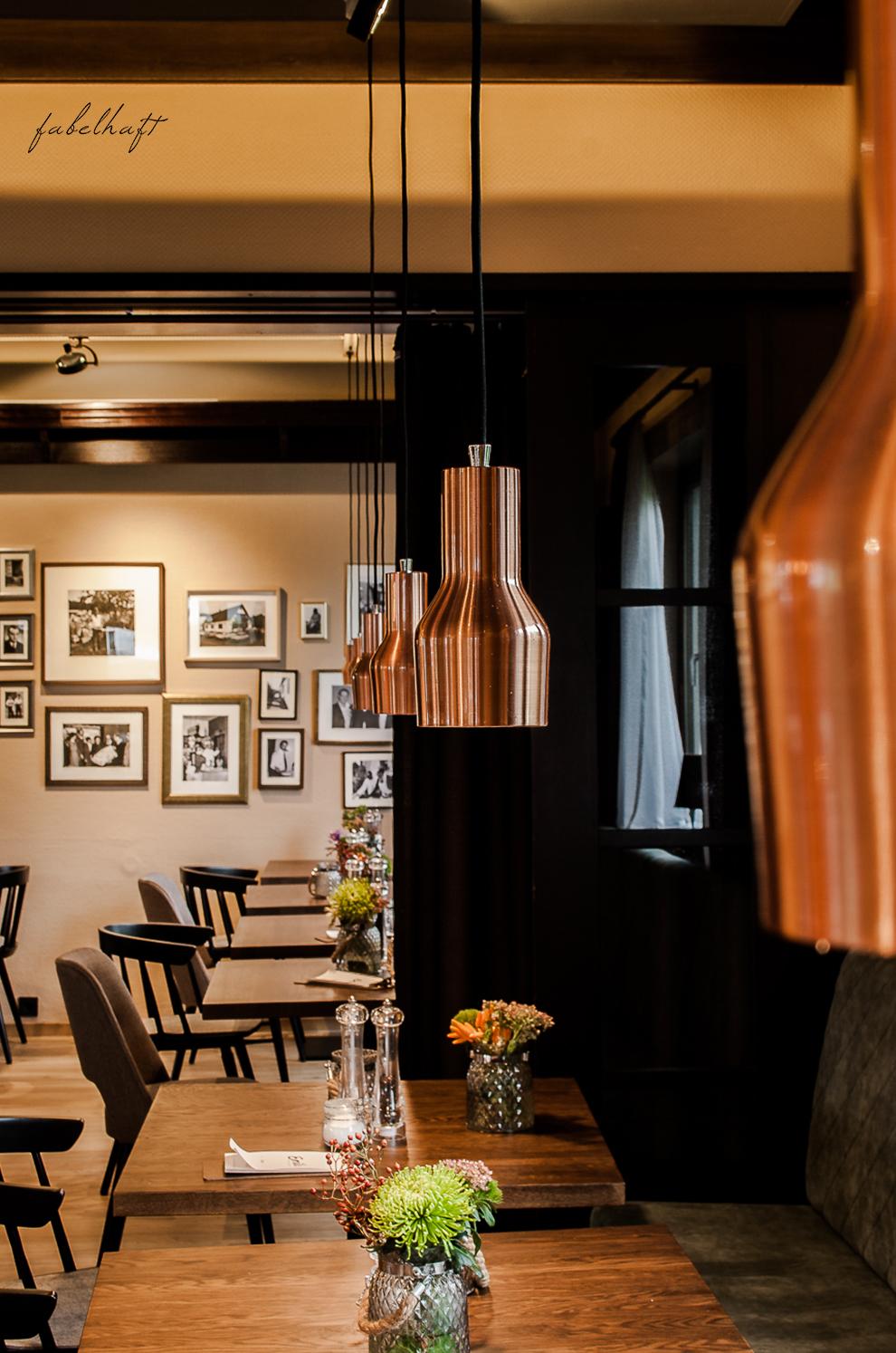 Marburg Restaurant Hotel Emils Bistro Fashion Plisseerock Weihnachten festlich grau Mode Trend 6