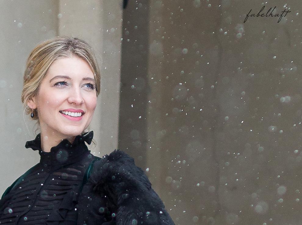 Weihnachten Silvester Outfit Fashion Samt Chiffon Fake Fur Kunstfell Mantel Festlich Inspiration Blogger Schnee Mode Trend 2