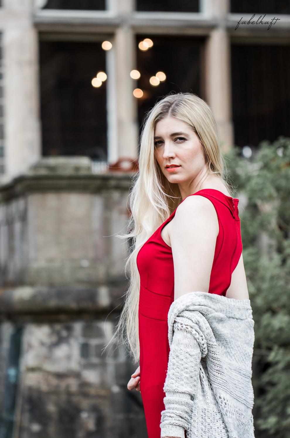 Midikleid Red dress Rotes Kleid V Ausschnitt Blond Mode ...
