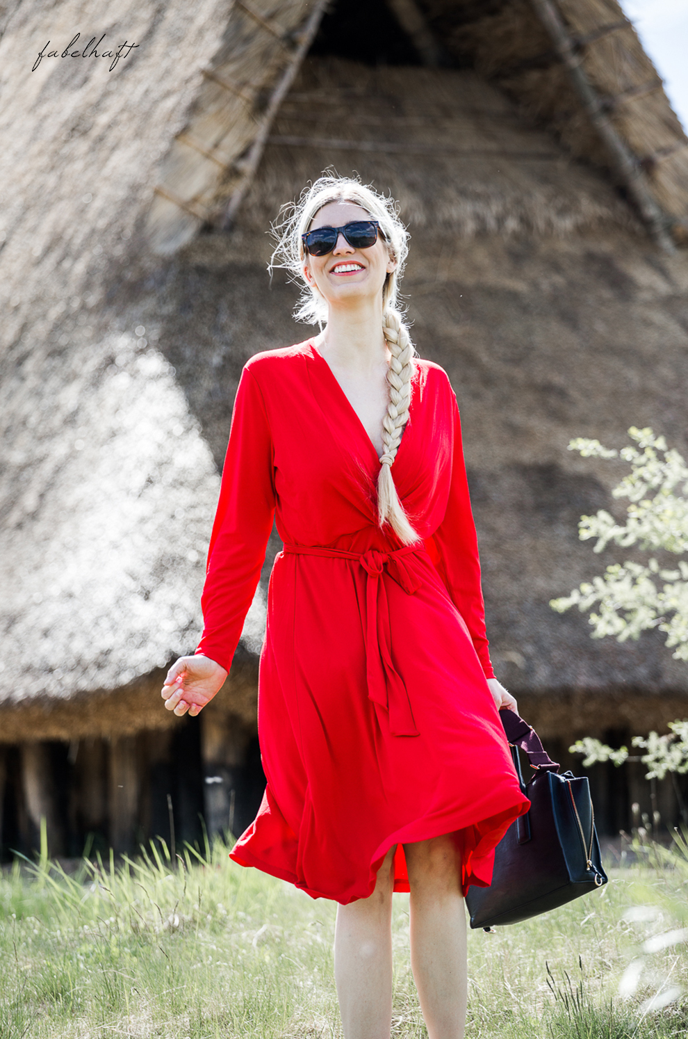 Midikleid Red dress Rotes Kleid V Ausschnitt Blond Mode Trend Sommerkleid Frühling Abendkleid Style Fashion Blogger Langarm 4